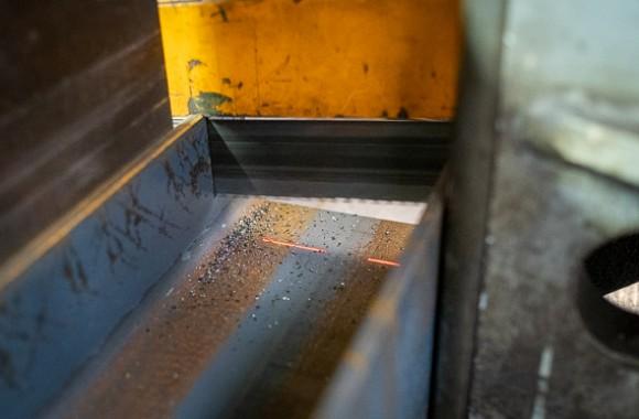 MACHINE A SCIER POUR PROFILS LOURDS