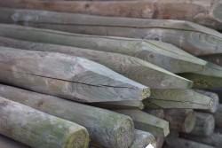 Poteaux en bois rond imprégné